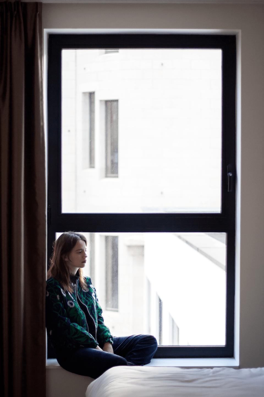 ootd, Easyhotels, Brussel, CKS, green, outfit, velvet, hotel